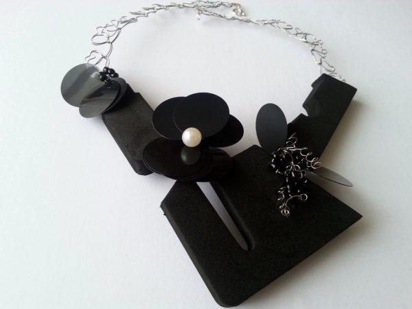 Ogrlica od otpadne ambalaže